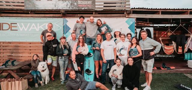 """Svētdien, 30.augustā norisinājās """"Latvijas čempionāts veikbordā aiz laivas 2020"""". Labākie Latvijas veikbordisti pulcējās Wake Up Academy, Spuņciemā. Sportisti varēja demonstrēt savas prasmes aiz jaunās laivas G23.Sīvākā konkurence bija Open Women, […]"""