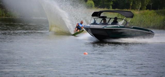Š.g. 25.jūlijā ūdenssporta klubā Aqua Sports, Piņķos norisinājās Latvijas čempionāts ūdensslēpošanas slalomā.Sacensībās piedalījās sportisti dažādās vecuma grupās, uzrādot ļoti labus rezultātus un uzlabojot personīgos rekordus. Paldies visiem dalībniekiem un atbalstītājiem, […]